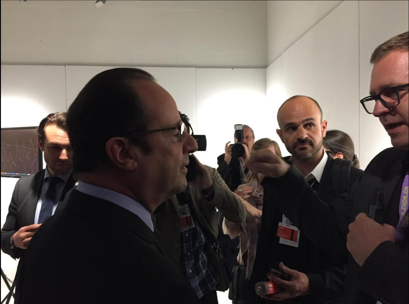 Marcus Maeder explains the 'trees' project to President Hollande