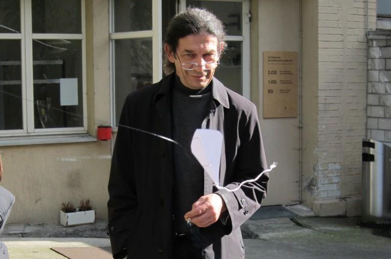 Pavel Büchler mit Drachen